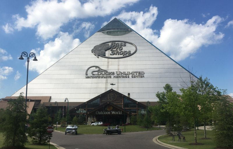 Memphis Tennessee: Bass Pro Shops - Pyramid